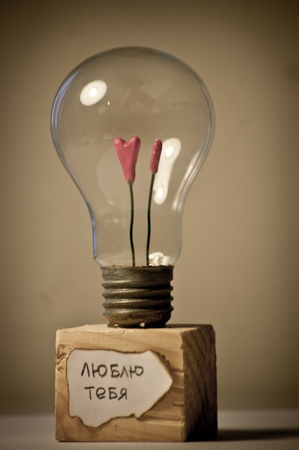 Подарок девушке из лампочки своими руками